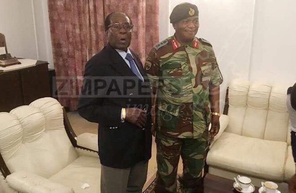 Zimbabwe 93-aastane president Mugabe kohtus kindralitega, kuid keeldus tagasi astumast