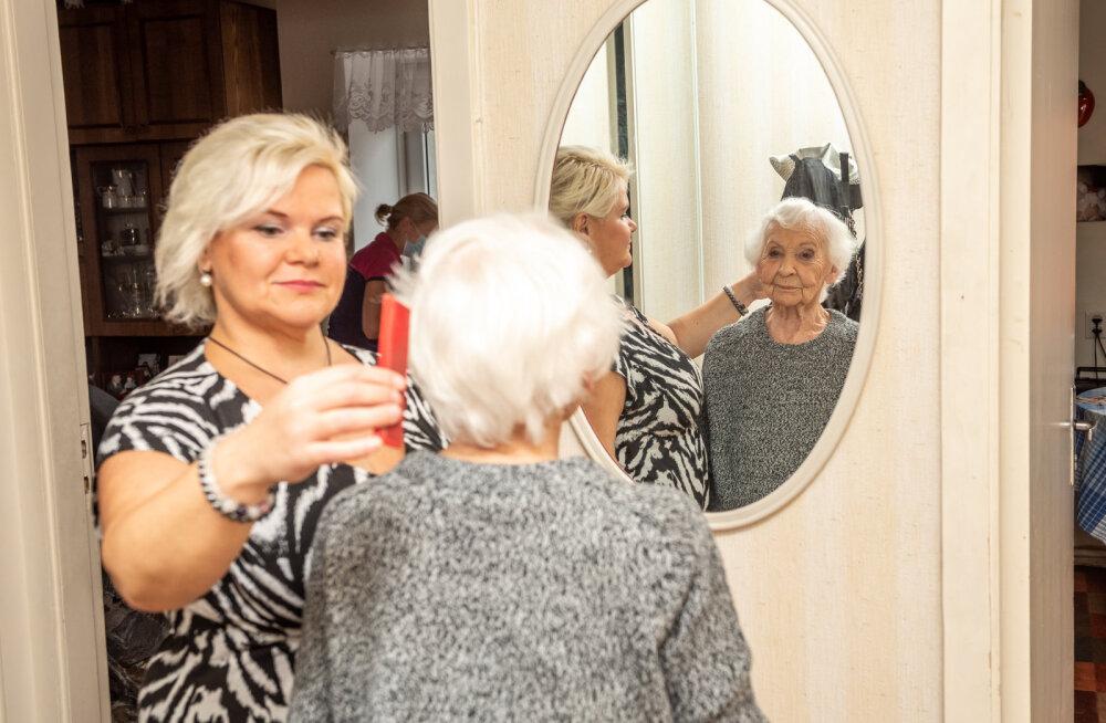 Mida saad teha oma üksi elava eaka pereliikme abistamiseks?