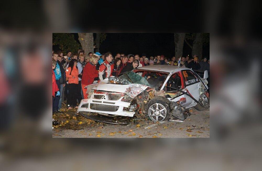 FOTOD: Saaremaa rallil jäeti avarii tõttu kiiruskatse pooleli