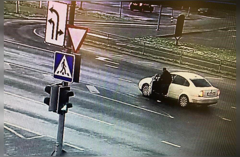 ФОТО: Нарвская полиция устанавливает личность мужчины, которого подозревают в присвоении
