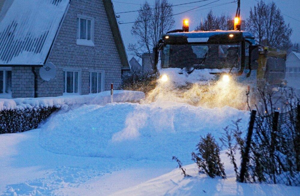 Kui lund on väga palju, ei aita selle ühest kohast teise lükkamine, vaid see tuleb minema viia.