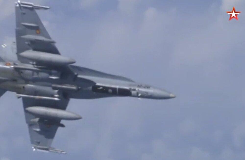 ВИДЕО: Российские Су-27 оттеснили истребитель НАТО от самолета министра обороны России над Балтийским морем