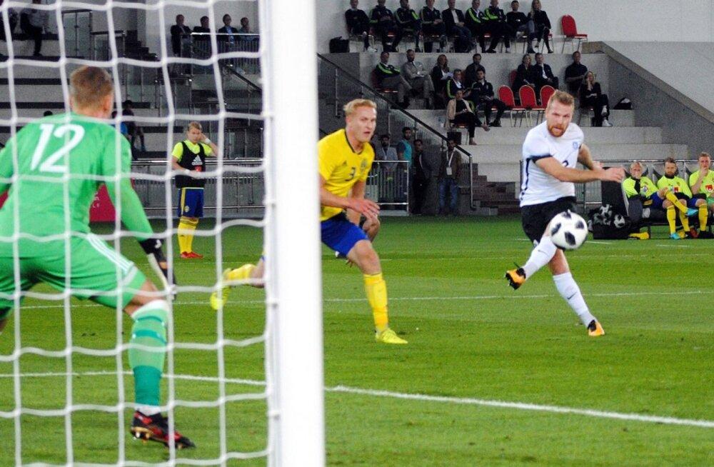 Henri Anier kohtumises Rootsi vastu.