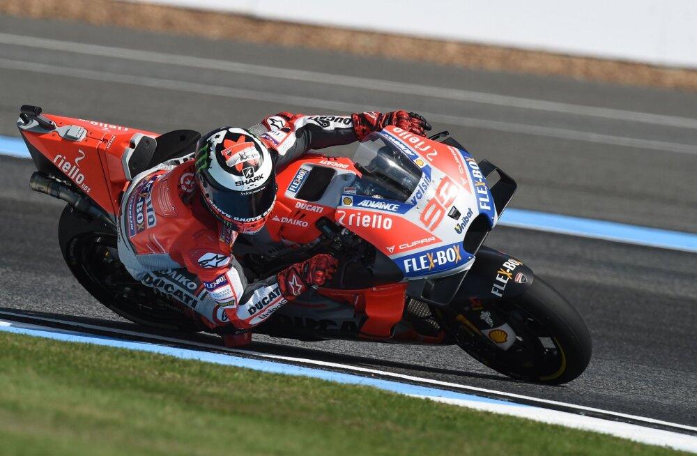 VIDEO | Juba niigi karkudel liikuv Lorenzo tegi Moto GP treeningul uue hirmuäratava avarii