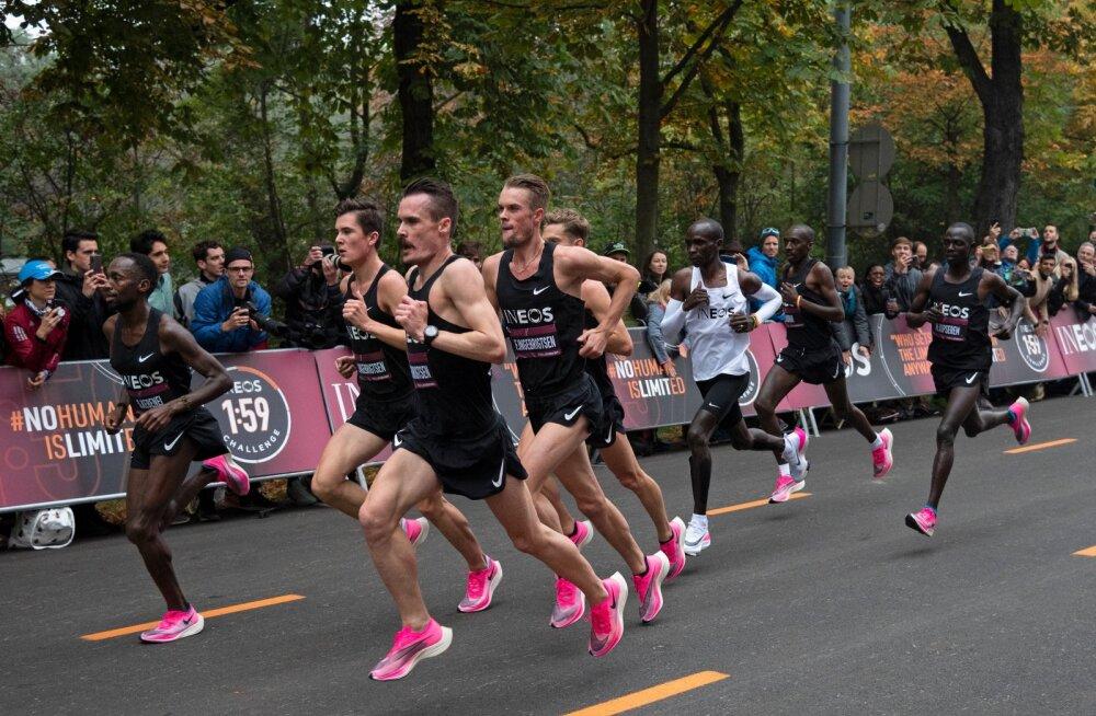 Kui Eliud Kipchoge jooksis esimese inimesena maratoni alla kahe tunnni, oli ka ta abilistel jalas Nike supertossud.