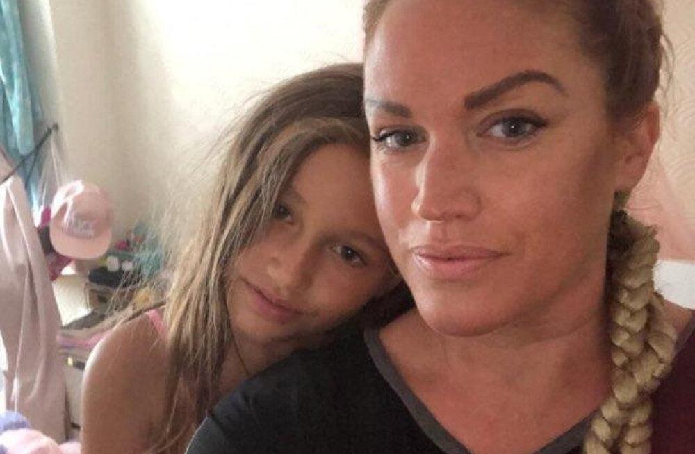 9-летняя девочка шесть раз спасла мать от смерти и поразила полицейских