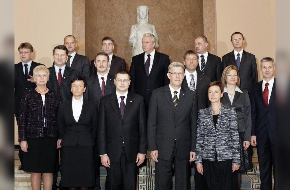 Läti seim kinnitas ametisse Dombrovskise teise valitsuse