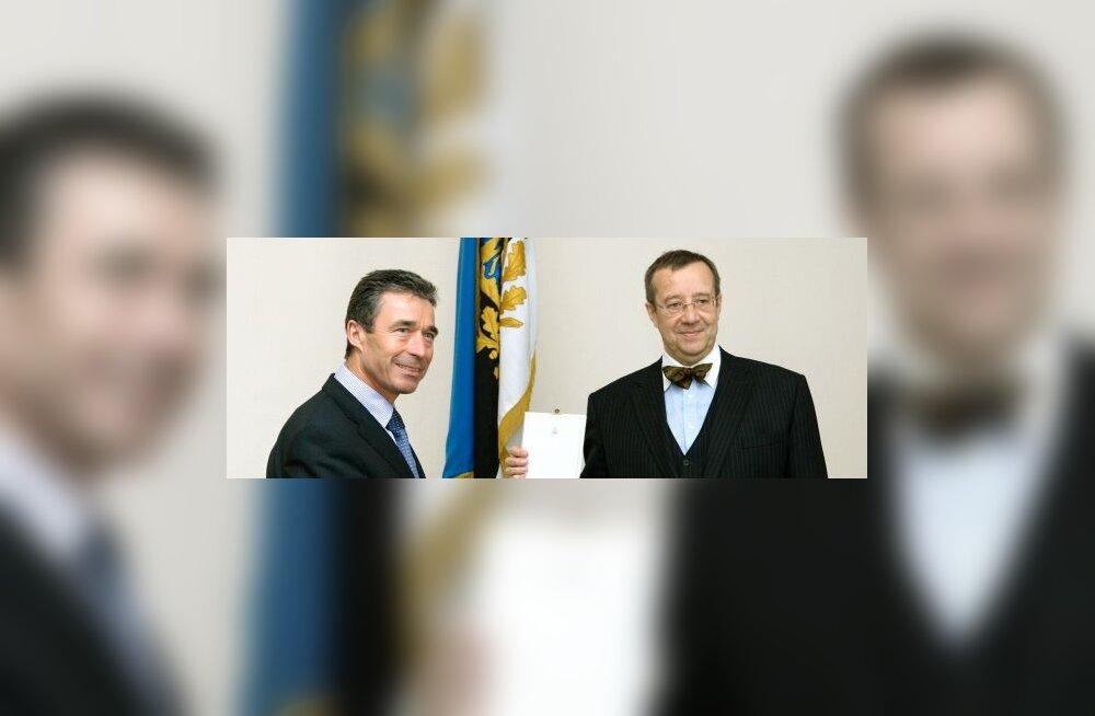 Ильвес вручил премьер-министру Дании орден