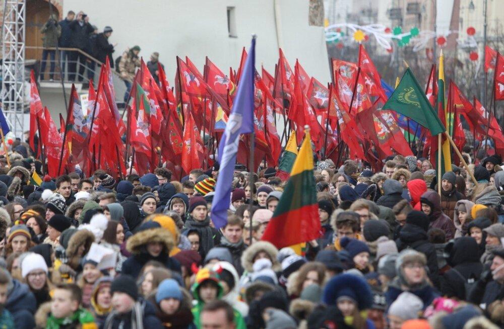 FOTOD   Leedu 100: Vilniuses toimus noorte rongkäik, heisati Balti riikide lipud