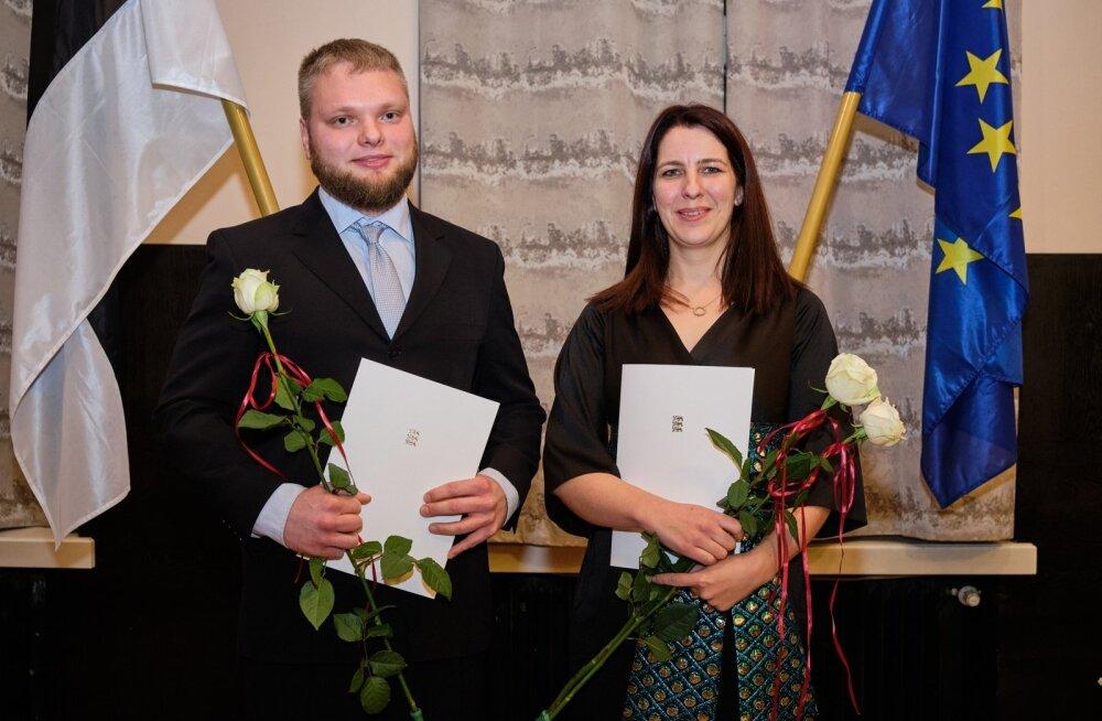 Üliõpilaste teadustööde konkursi peapreemiate võitjad Rebekka Lotman ja Marek Mooste