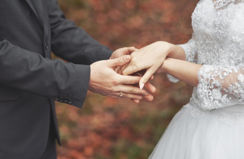 VAATA JÄRELE: Nende elukutsete esindajad abielluvad tõenäoliselt hoopis teistsugust ametit pidava inimesega