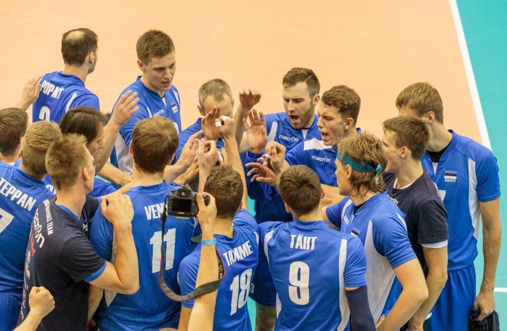 Eesti võrkpallikoondis on ühtne kamp ja teeb Poola pärapõrgus edu nimel tööd.