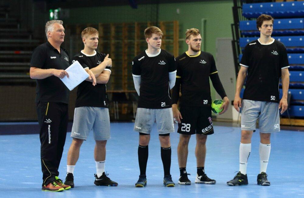 Koondise peatreener Thomas Sivertsson ning Sten Maasalu, Alfred Timmo, Henri Hiiend ja Armi Pärt treeningtöös.