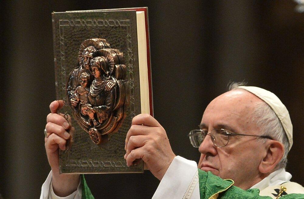 Vatikan muutis sinodil seisukohta abielulahutusse