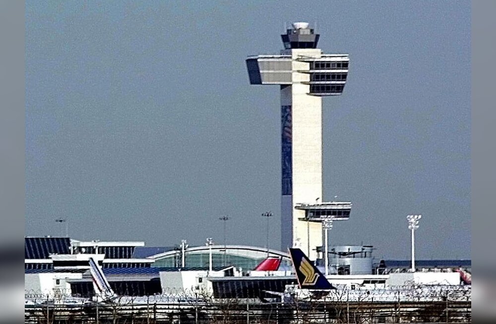 (FILES) This 28 February 2002 file photo shows John F. Kennedy (JFK) International Airport. The FBI is expected to announce 02 June 2007 the arrest of four people in connection with a terror plot against the airport. Media reports say the plot involved a
