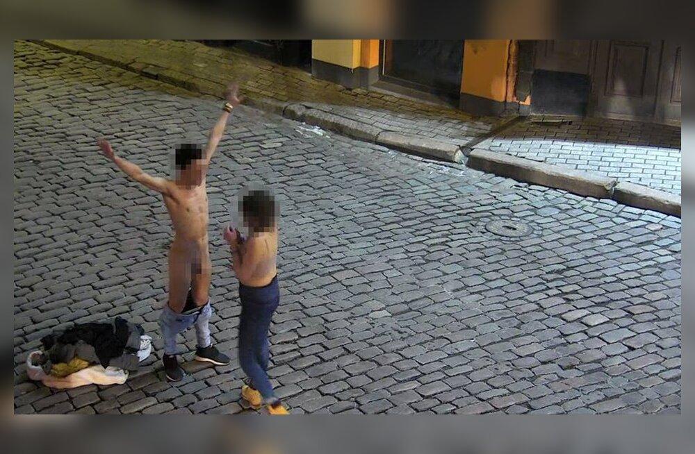 ФОТО 18+: А у нас такое возможно? Смотрите, что учудил турист в Риге