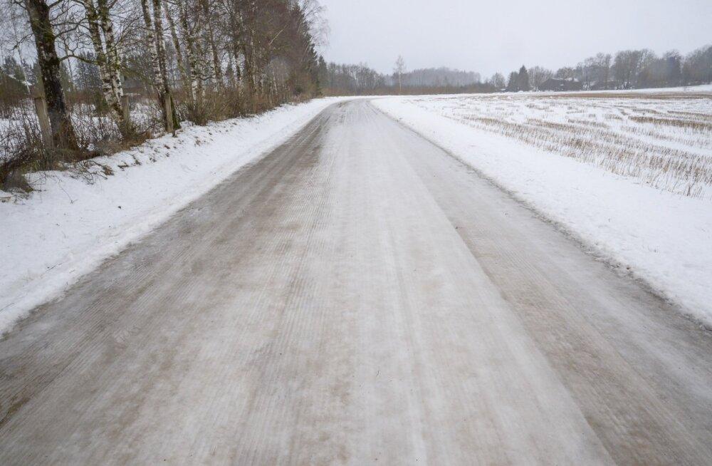 Jäised teeolud Viljandimaal.
