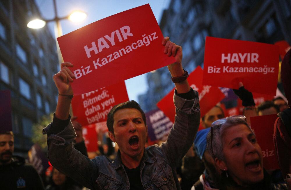 Austria vaatleja: kuna Türgi referendumil kasutati kehtetuid sedeleid, võib kuni 2,5 miljonit häält olla võltsitud