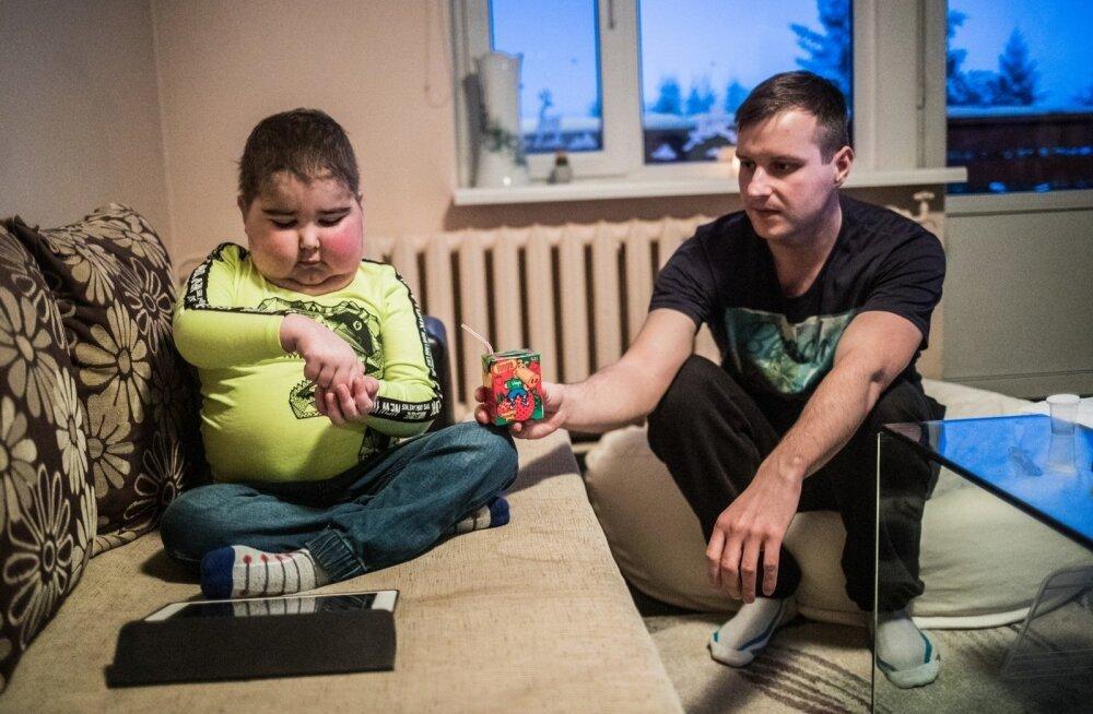 Родители страдающего от редкого заболевания мальчика получают такую же компенсацию, как если бы у него был насморк или кашель