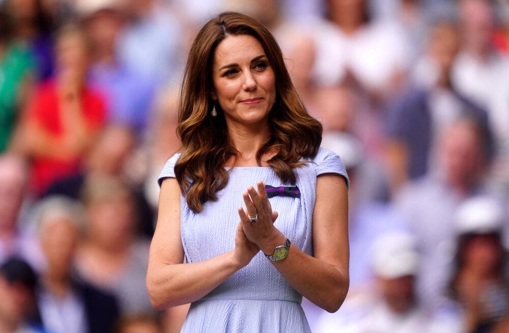 Sammu nagu hertsoginna: Catherine mõistliku hinnaga tennised on suvel eriti praktilised