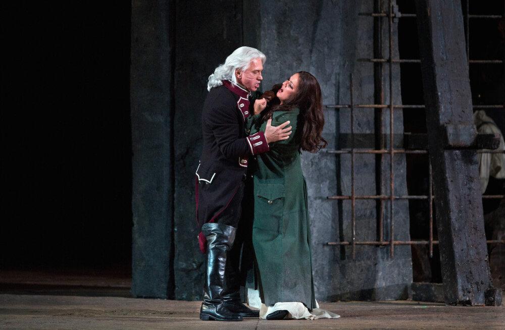 "Giuseppe Verdi ""Trubaduur"" (Il Trovatore). Leonarat kehastab Anna Netrebko ja krahv di Luna rolli täidab Dmitri Hvorostovski"