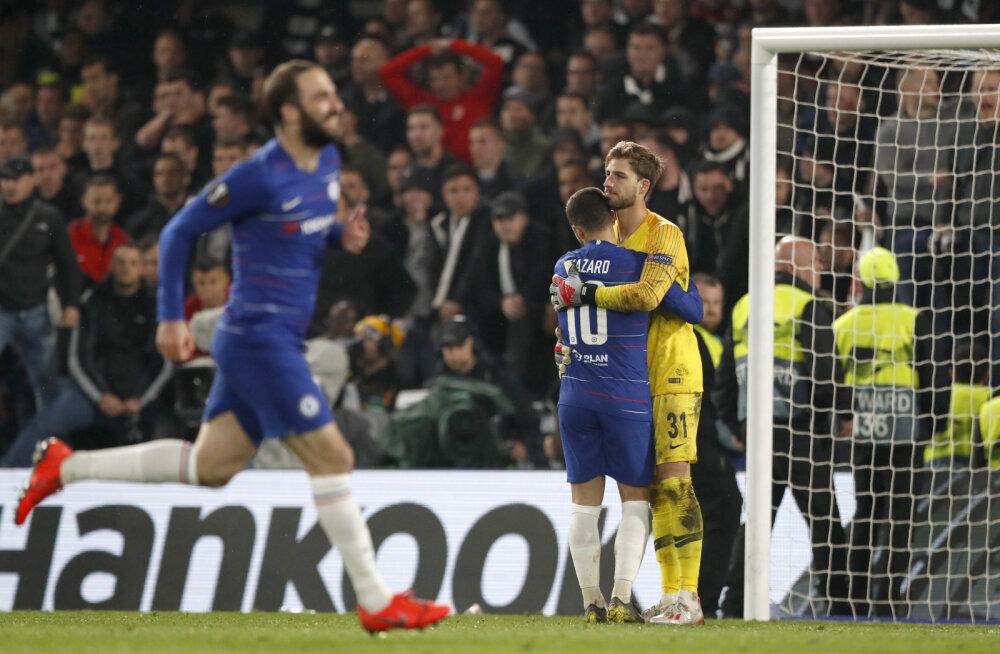Chelsea mängijad juubeldavad