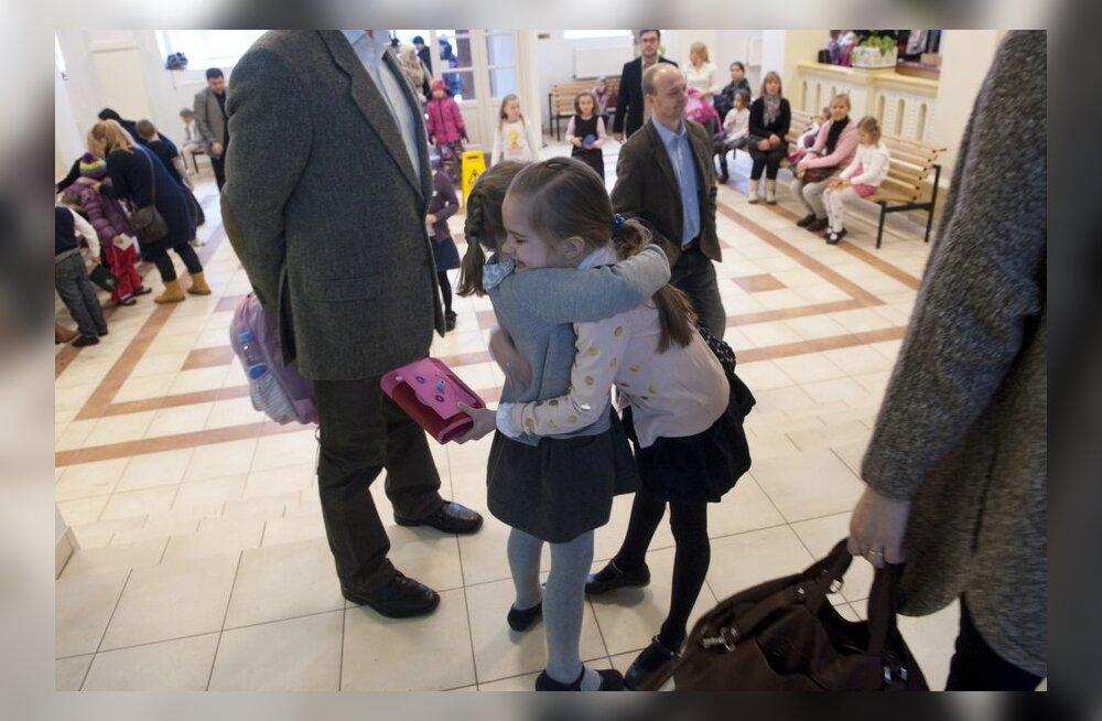 ФОТО: В Таллинне стартовало школьное ралли — в Английском колледже конкурс 20 первоклассников на место