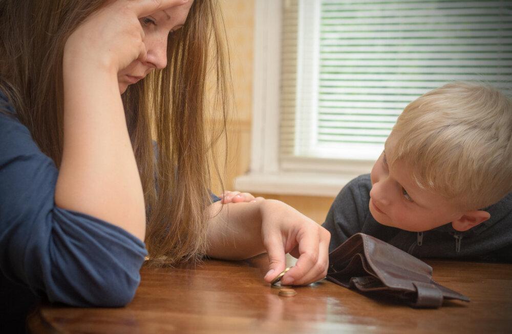 Peale lapse sündi rahaliselt keerulisse olukorda sattunud ema: tahaks üks õhtu minna magama nii, et ei mõtleks, mis homme saab