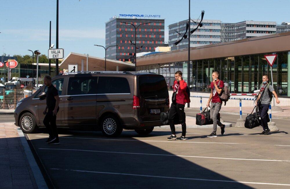 Ukraina võõrtööliste tšarterlend maandus Tallinnas