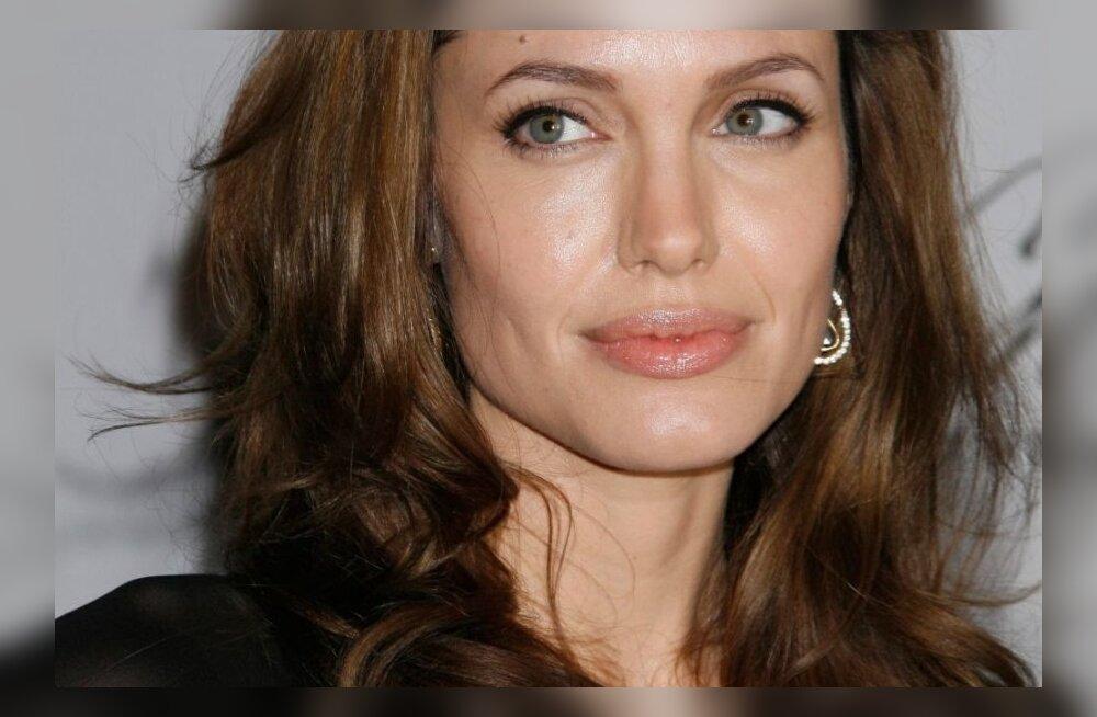 Vau! Päevavalgele on tulnud 18-aastase Angelina Jolie karjääri algusaegade fotod!