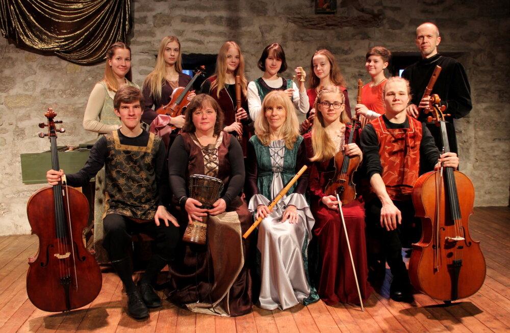 Kui festivali ajal käib tänavatel pidu ja pillerkaar, siis lisaks kärtsule ja mürtsule saab Tallinna kirikutes hingekosutuseks kuulata kiriku- ja vanamuusika kontserte.