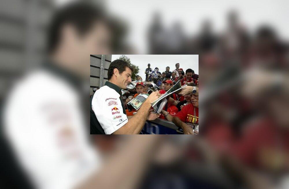 Mark Webber autogramme jagamas Austraalia GP-l