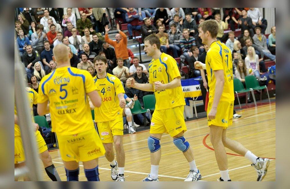 Võrkpalli karikasarjas saatis edu Pärnu võistkondi
