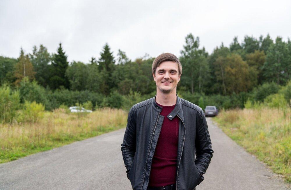 """Vikerraadio saatejuht Taavi Libe alustab õige pea muusikalist teekonda läbi Eesti ning otsib üles need kohad, mis on aegade jooksul laulu sisse kirjutatud. Nii valmib uus raadiosari """"Hittide radadel"""", mis jõuab eetrisse pärast jaanipäeva."""