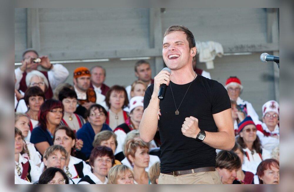 FOTOD: Ott Lepland ja Teele Viira laulsid Vaba Rahva Laulul tuhandetele!