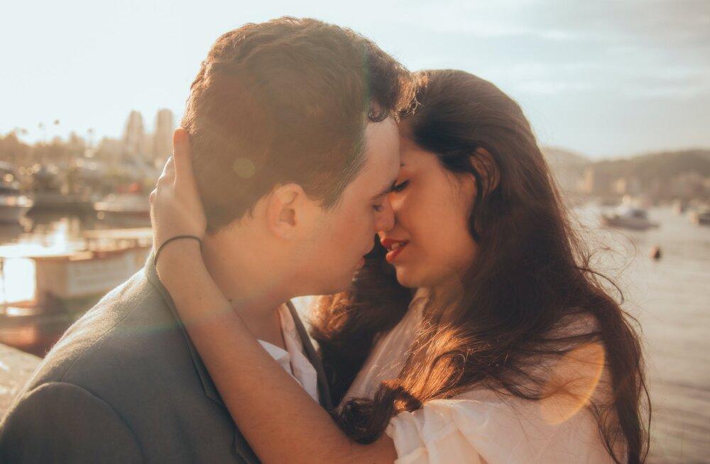 Sa ei mõista, kas mees on sinusse ikka armunud? Ütle meile, mis tähemärgist ta on, ja meie ütleme, kas tema tunded on tõelised