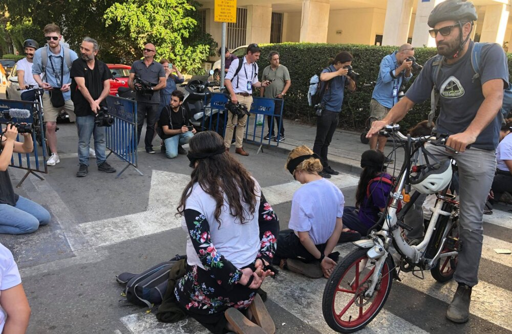 KLÕPS | Eurovisioni avapauk ei möödunud päris veatult - politsei sekkus inimõiguslaste protestiaktsiooni
