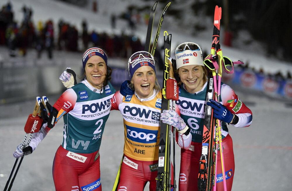 Norralannade kolmikvõit, keskel võidunaine Therese Johaug