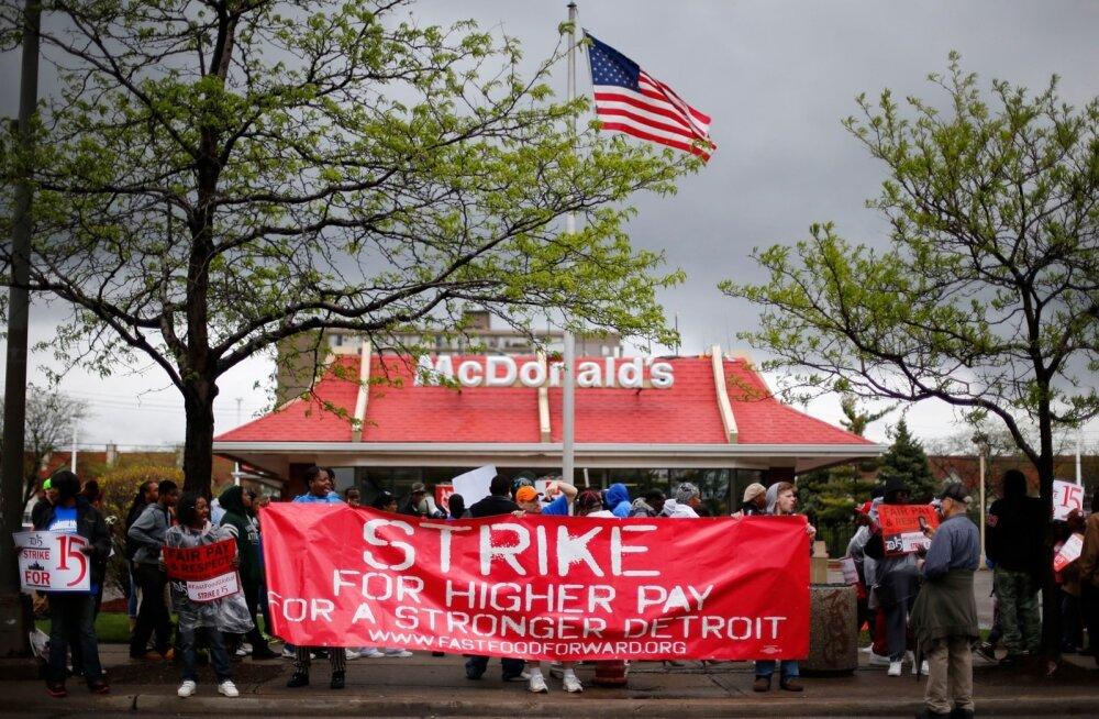 McDonald'si töötajad kõrgemat palka nõudmas.