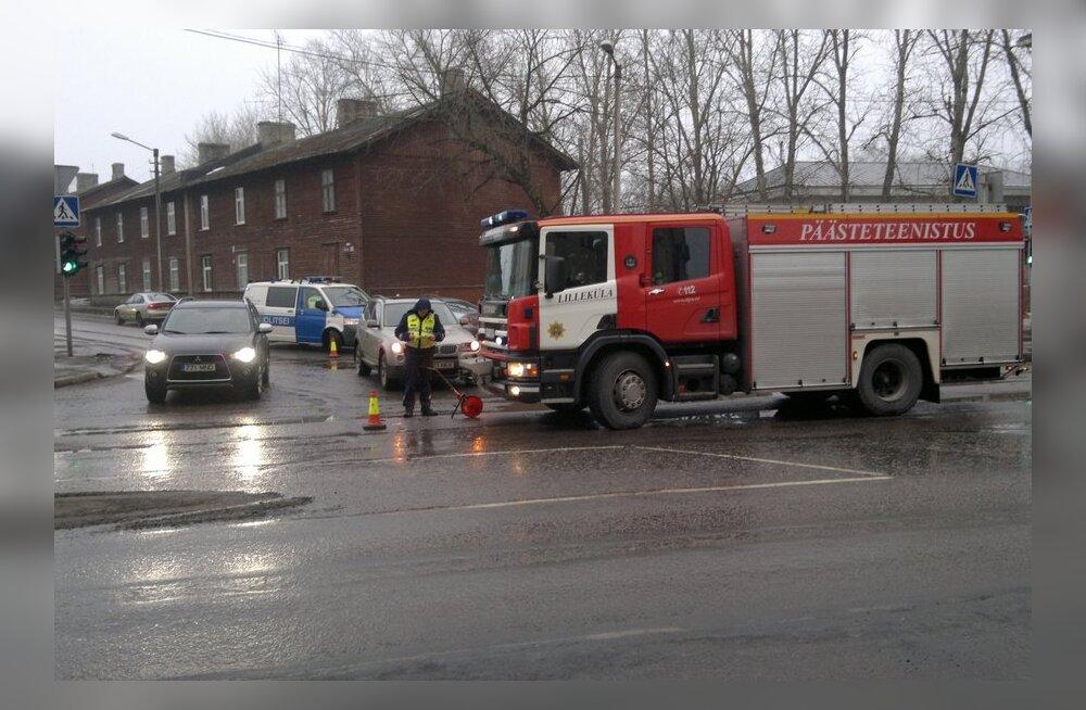 FOTO: Tulekahjule kiirustanud päästeauto tegi avarii