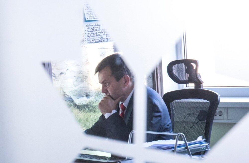 EAS-i juhatuse esimees Hanno Tomberg peab pooleteise nädala pärast ameti maha panema.