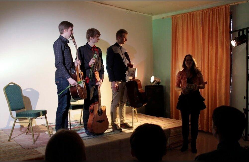 Pärast kontserti Loomeruumis: Kõu Kaur, Markus Bachmann, Helar Tappo ja Maili Metssalu.