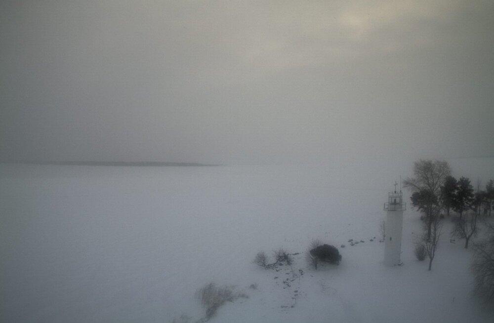 PÄEVAPILT: Lämmijärv on kaane all, kalameeste talvine ärevus hakkab kerima
