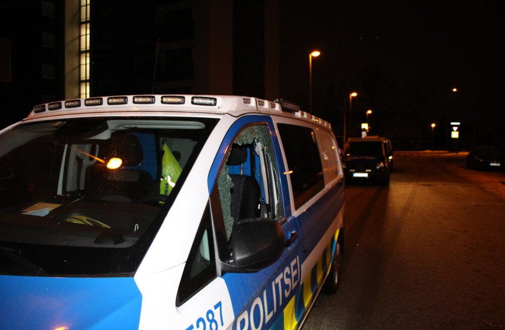 FOTOD | Politseibusse lõhkunud noormehed said karistuseks 25 päeva aresti