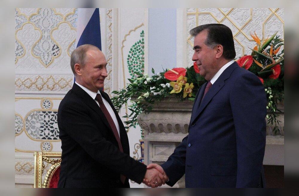 Putin kinkis Tadžikistani presidendile sünnipäevaks snaipripüssi