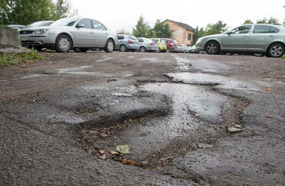 JURIST VASTAB: Kas korteriühistu saab nõuda parkla asfalteerimise eest tasu neilt, kes platsi ei kasuta?