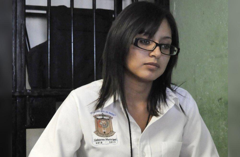 Mehhiko 20-aastane naispolitseiülem palub USA-st asüüli