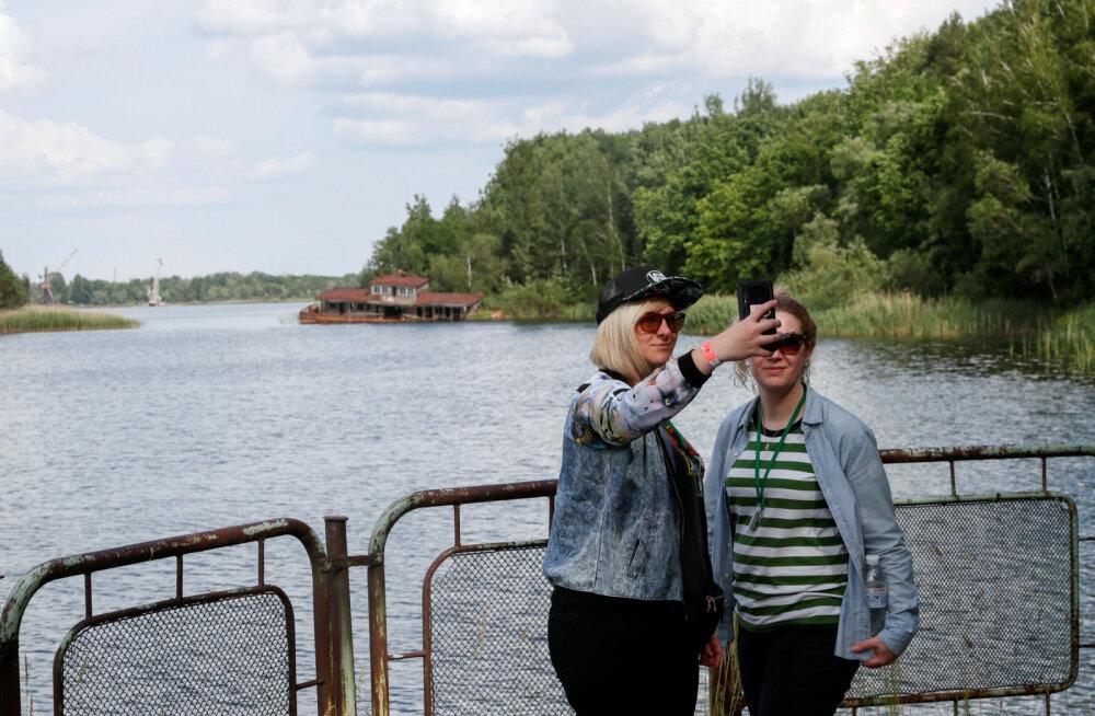 ФОТО. Ничего святого: Чернобыль заполонили любители селфи, полуголые девушки и хипстеры