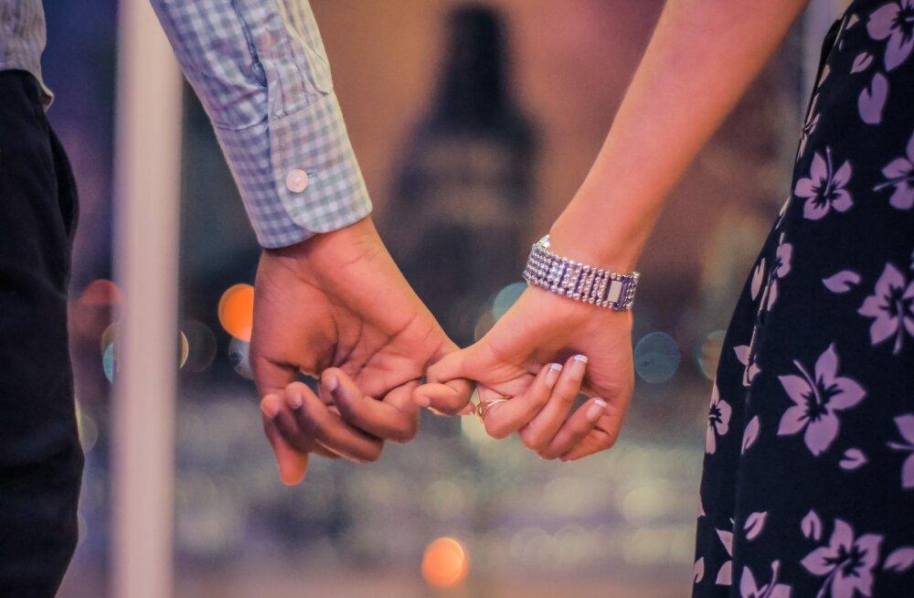 Kas tead, mida ütleb teie suhte kohta see, kuidas sa oma armsamalt käest kinni hoiad?