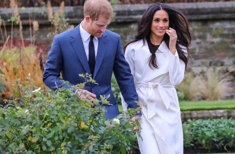 prints Harry ja tema väljavalitu Meghan Markle poseerisid oma kihluse puhul Kensingtoni aias fotograafidele.